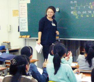 四天王寺コース統括の小谷先生(理科)による講義。 鋭いアプローチと情熱的な語り口調には引きこまれますよ!